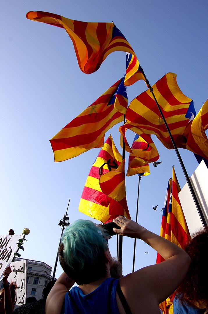 No passaran - Attentat Barcelone - Manifestation Barcelone - Drapeau catalan - Catalanunya - Barcelona