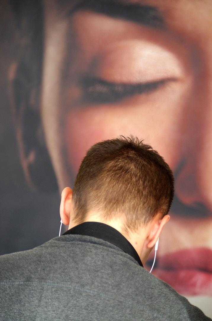 Homme de dos - Ecouteurs - Affiche