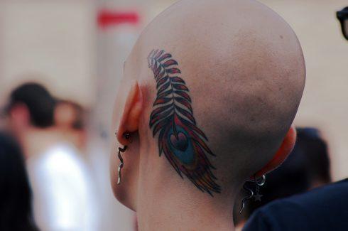 Tatouage - Crâne tatoué - Coeur - Femme chauve - Femme avec crâne rasé