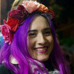 Portrait - Cheveux violets - Fleurs dans les cheveux - Frida Kahlo - Anaïs Mélusine - piercing