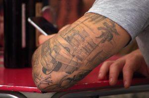 SMS - téléphone portable - mobile - tatouage cadillac