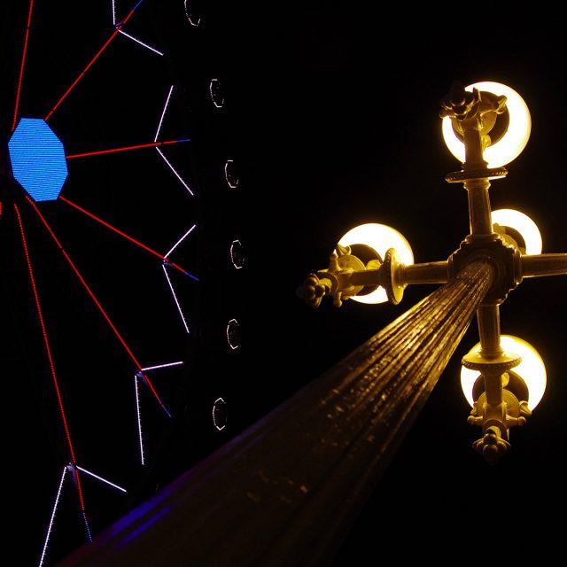 Barcelone - fête foraine - nuit - manège - lampadaire